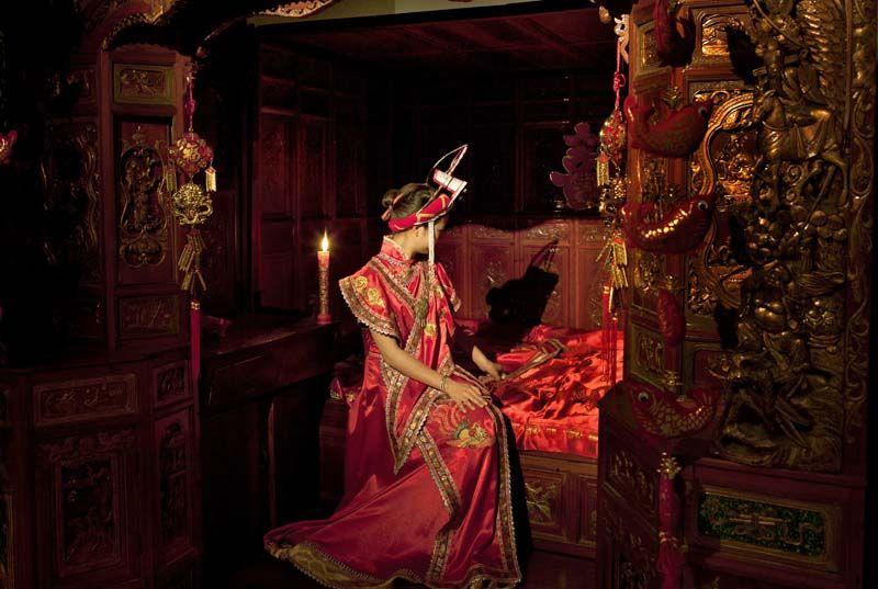 畲族的服饰及清代的雕花床,在红烛之夜,志趣相投,结同心尽了今生,琴瑟